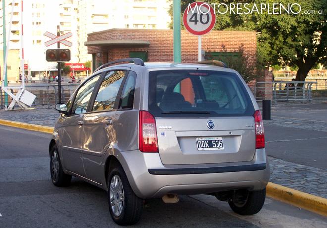 Fiat idea 1 8 hlx un minivan compacto ideal para el for Amortiguadores fiat idea 1 8