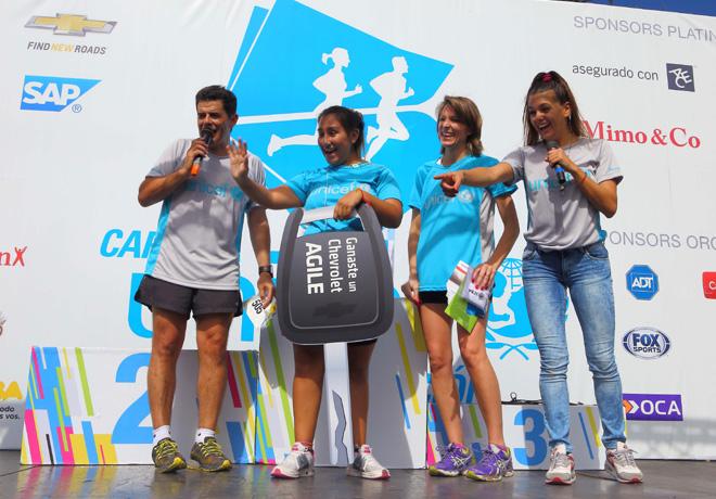 GM - UNICEF - Julian Weich - ganadora del Chevrolet Agile - Isela Costantini (Presidente de GM Argentina) y Natalie Perez