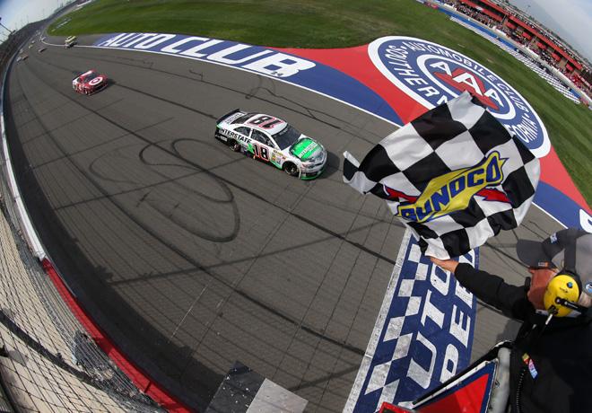 NASCAR - Fontana - Kyle Busch - Toyota Camry