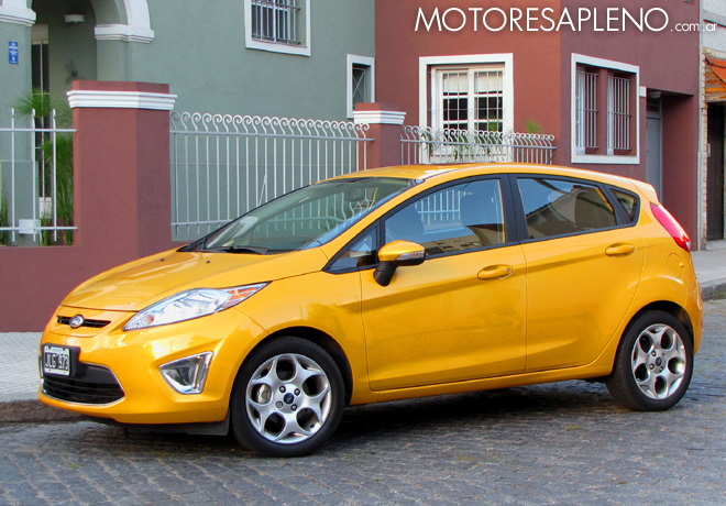 ford fiesta kinetic design titanium 1 6 impactante figura