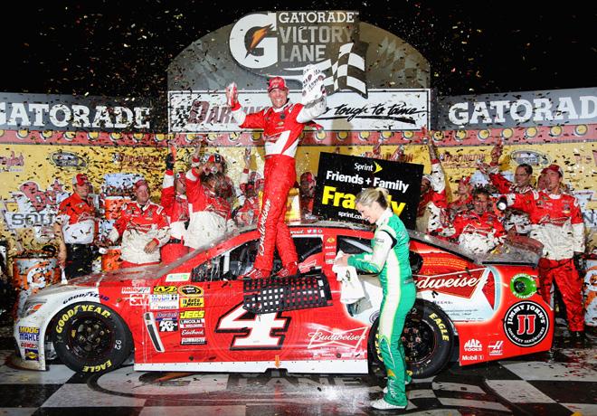 NASCAR - Darlington - Kevin Harvick en el Victory Lane