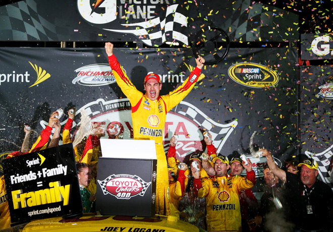 NASCAR - Richmond - Joey Logano en el Victory Lane