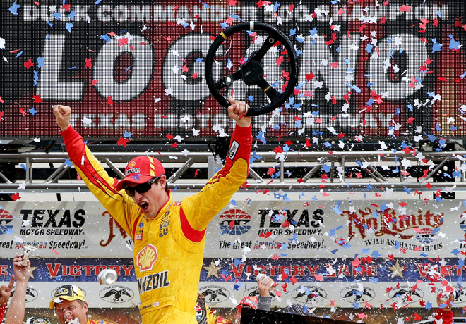 NASCAR - Texas - Joey Logano en el Victory Lane