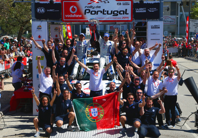 WRC - Portugal 2014 - Final - Sebastien Ogier y equipo en el Podio
