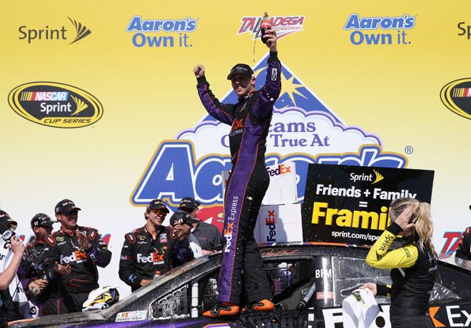 NASCAR - Talladega - Denny Hamlin en el Victory Lane