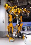 GM - Transformers - El Autobot Bumblebee en el Salon de Frankfurt 2011 promocionando El Lado Oscuro de la Luna