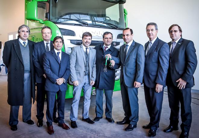 Scania hizo entrega de un camion Streamline a la Fundacion Profesional para el Transporte de FADEEAC 1