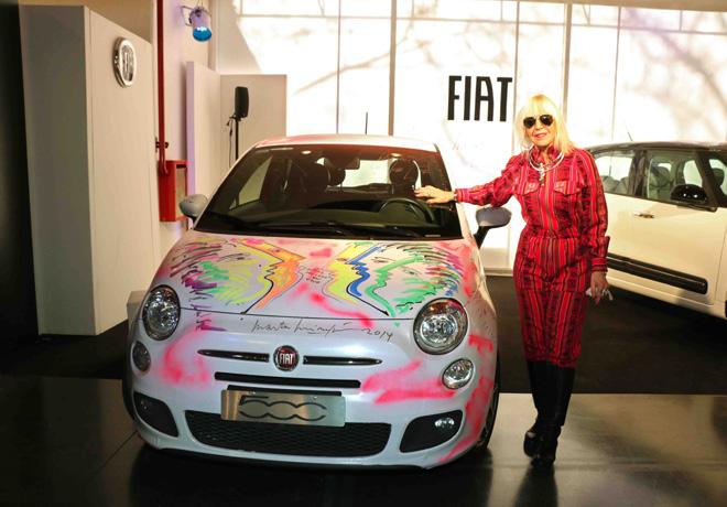 Marta Minujín intervino un Fiat 500 que se exhibe en Arte Espacio – Almacén de Arte.