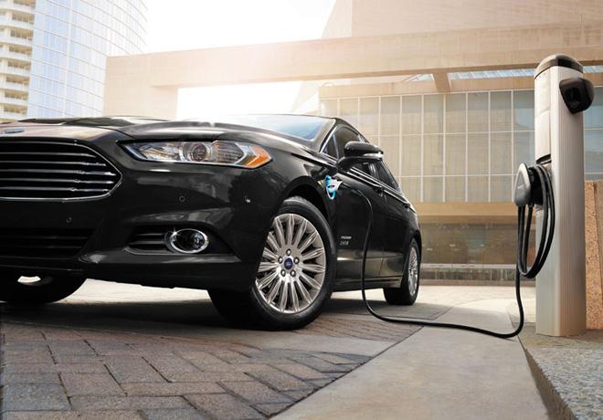 Ford construira un panel solar para recarga de vehiculos electricos en su sede de Dearborn 1