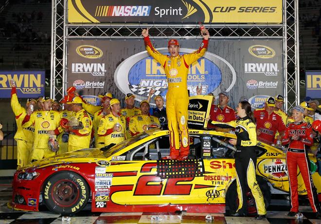 NASCAR - Bristol - Joey Logano en el Victory Lane