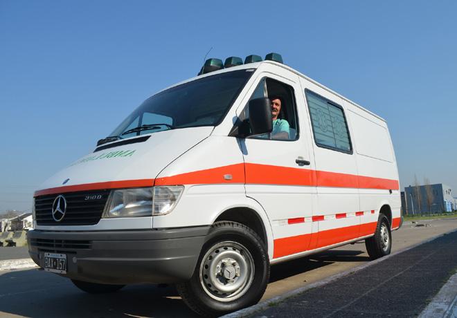 Mercedes-Benz dona ambulancia a hospital de Gonzalez Catan