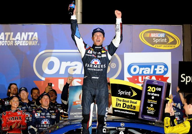 NASCAR - Atlanta - Kasey Kahne en el Victory Lane