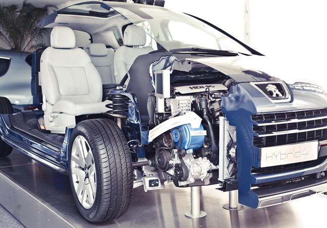PSA Peugeot Citroën presentó la tecnología híbrida diesel HYbrid4 en la 10ª edición del Salón Latinoamericano de Vehículos Eléctricos, en San Pablo.