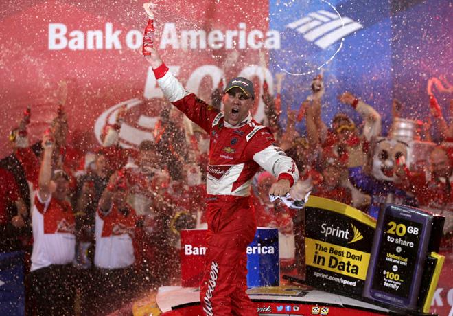 NASCAR - Charlotte - Kevin Harvick en el Victory Lane