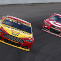 NASCAR - Kansas - Joey Logano (Ford Fusion) - Kyle Larson (Chevrolet SS)