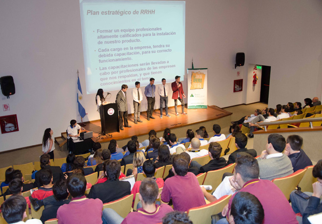 FCA y CNHi concluyeron con el Programa Jovenes Emprendedores Industriales