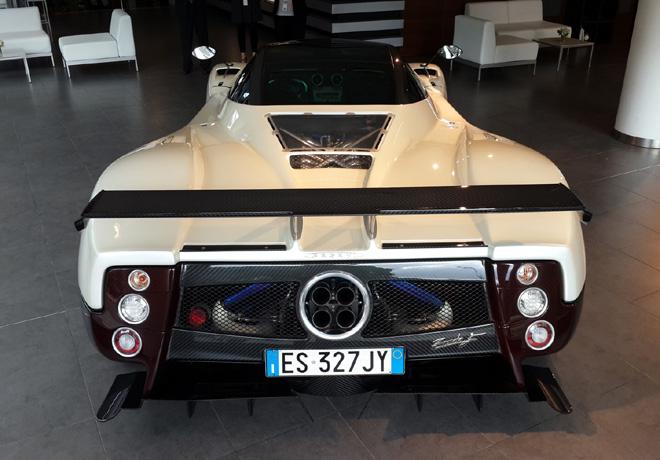 Mercedes-Benz exhibe en su showroom el Pagani Zonda F 2