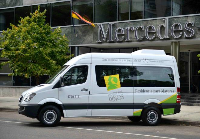 Mercedes-Benz dona un Sprinter a la Sociedad Alemana de Beneficencia 2