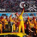 NASCAR - Daytona 500 - Joey Logano en el Victory Lane