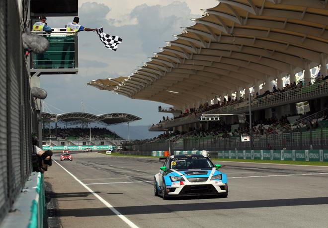 TCR - Sepang - Malasia 2015 - Carrera 1 - Stefano Comini - Seat Leon