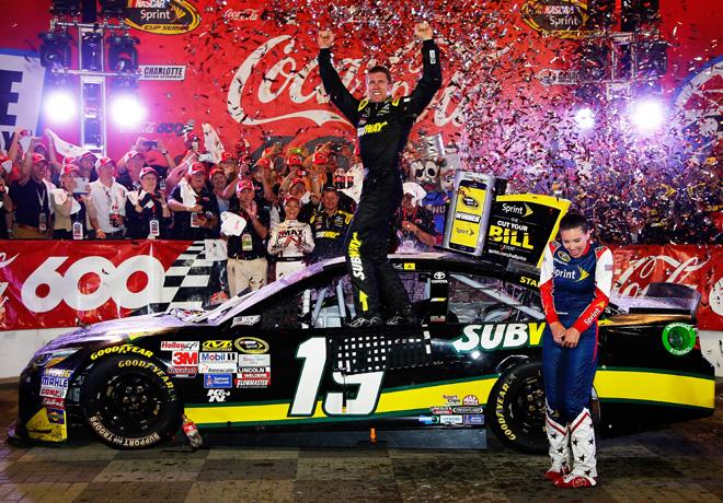 NASCAR - Charlotte 2015 - Carl Edwards en el Victory Lane