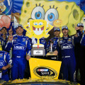 NASCAR - Kansas 2015 - Jimmie Johnson en el Victory Lane