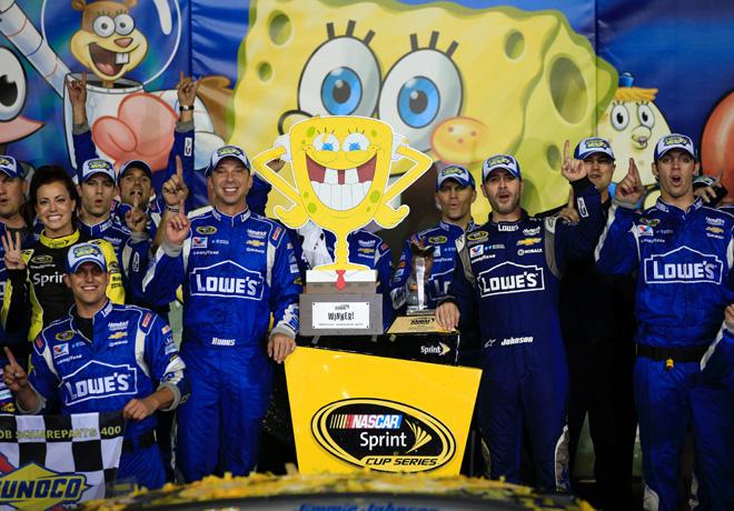 NASCAR - Kansas 2015 - Jimmie Johnson en el Victory Lane