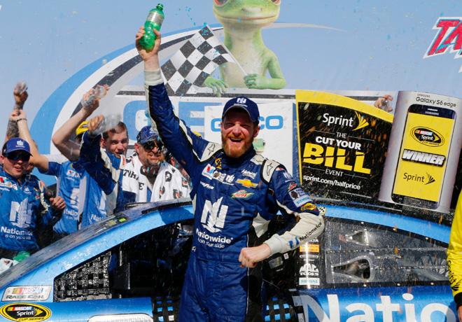 NASCAR - Talladega 2015 - Dale Earnhardt Jr en el Victory Lane