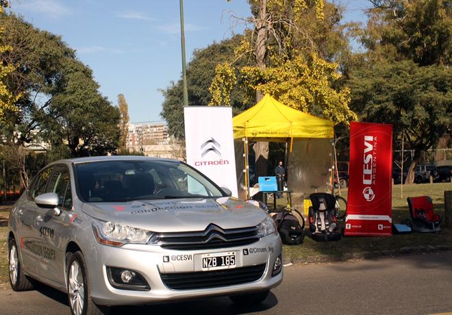 CESVI Argentina junto al Citroen C4 Lounge concientizando por el Dia Nacional de la Seguridad Vial