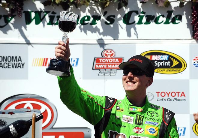 NASCAR - Sonoma 2015 - Kyle Busch en el Victory Lane