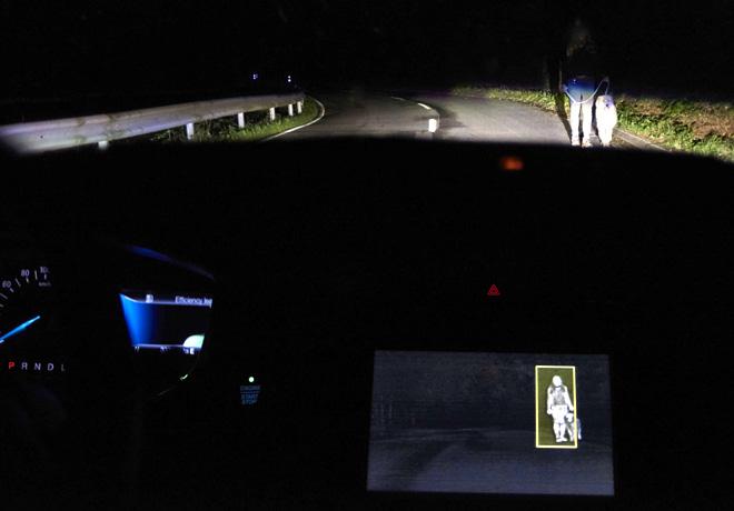 Ford -Sistema de Iluminacion Frontal Avanzado que funciona mediante Camaras