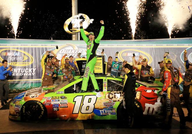 NASCAR - Kentucky 2015 - Kyle Busch en el Victory Lane