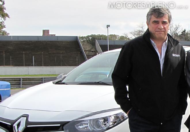 Alejandro Reggi - Director Comercial de Renault Argentina - junto al nuevo Fluence GT2