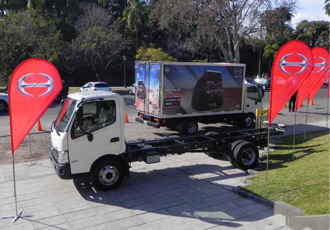 Hino presento su linea de camiones livianos en Argentina