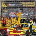 NASCAR - Bristol 2015 - Joey Logano en el Victory Lane