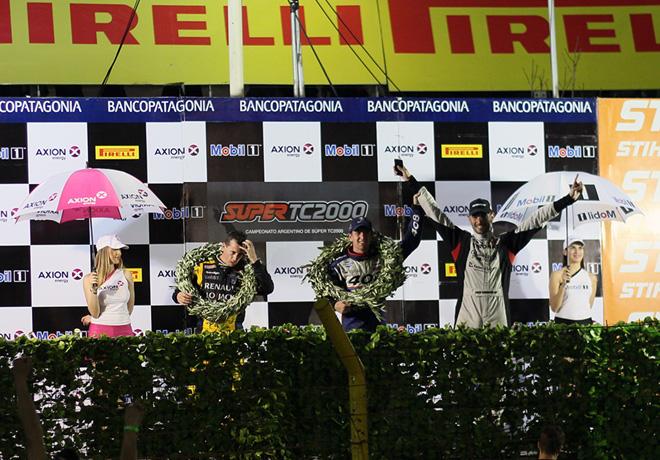 STC2000 - Callejero de Santa Fe 2015 - Carrera Nocturna - Leonel Pernia - Nestor Girolami - Facundo Ardusso en el Podio