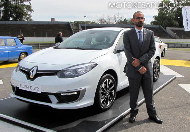 Thierry Koskas - Presidente de Renault Argentina - junto al nuevo Fluence GT2