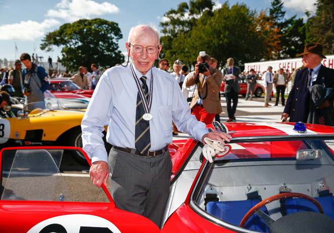 Goodwood Revival Meeting - John Surtees condujo un Ferrari 250 LM de 1965 1