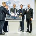 Medvedev - Artamonov - Osegowitsch - Schmall en la inauguracion de la planta de motores en Rusia