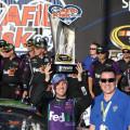 NASCAR - Chicagoland 2015 - Denny Hamlin en el Victory Lane