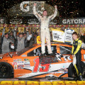 NASCAR - Darlington 2015 - Carl Edwards en el Victory Lane