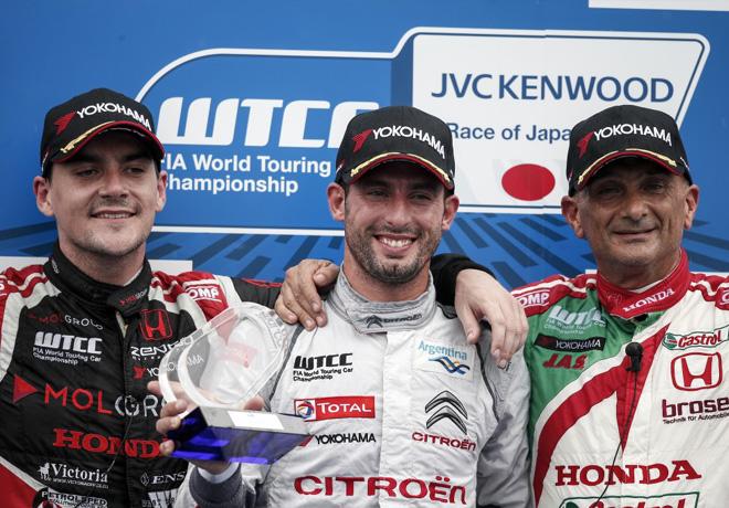 WTCC - Motegi - Japon 2015 - Carrera 1 - Norbert Michelisz - Jose Maria Lopez - Gabriele Tarquini en el Podio