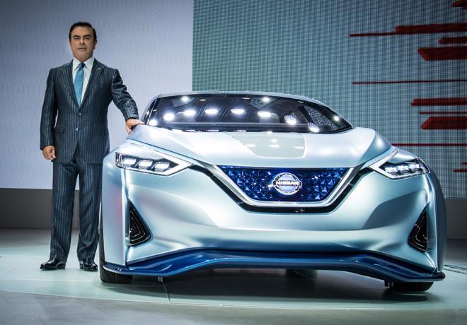 Carlos Ghosn - CEO de Nissan - junto al IDS Concept