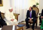 Mercedes-Benz - Gustavo Castagnino explica al Papa el Programa de Responsabilidad Social de la empresa