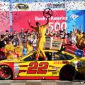 NASCAR - Charlotte 2015 - Joey Logano en el Victory Lane