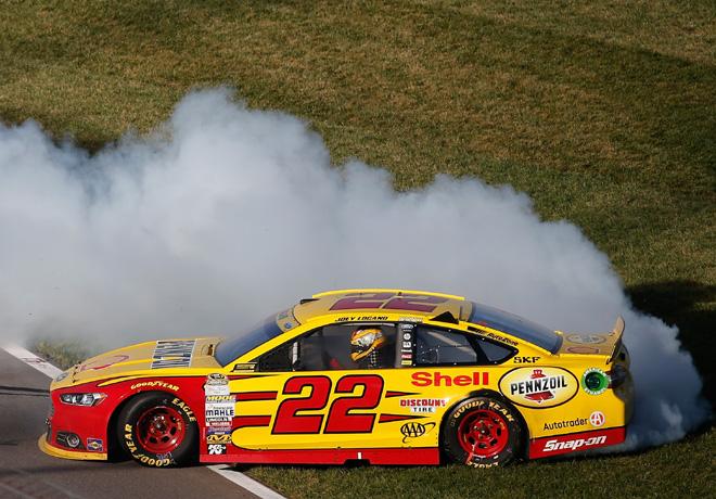 NASCAR - Kansas 2015 - Joey Logano - Ford Fusion