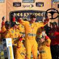 NASCAR - Kansas 2015 - Joey Logano en el Victory Lane
