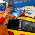 NASCAR - Talladega 2015 - Joey Logano en el Victory Lane