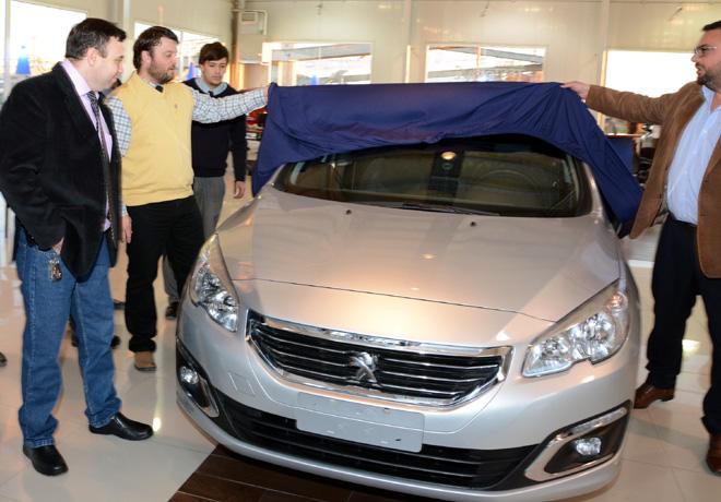PSA Peugeot Citroen Argentina - Donacion Santa Cruz