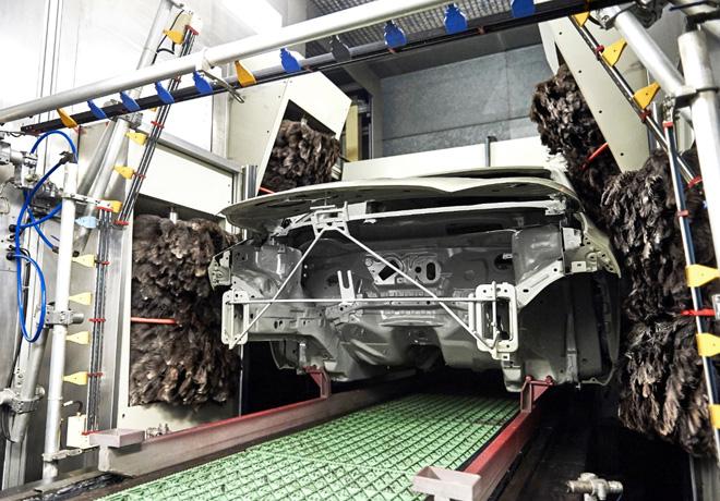 Ford utiliza las plumas de Emu para obtener un mejor acabado de pintura en sus vehiculos